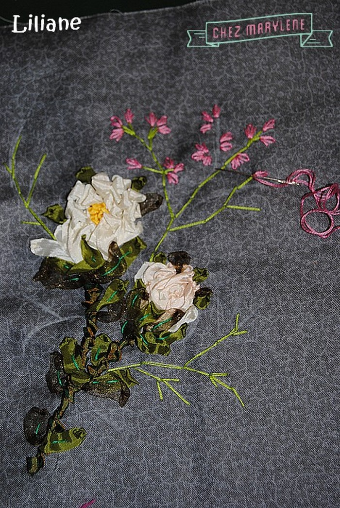 fleurs roses brodées (3)